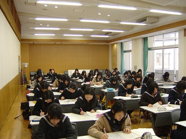 Làm bài thi không cần giám thị ở Nhật Bản